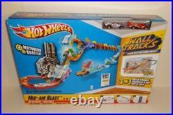 Hot Wheels Mid-air Blast Wall Tracks Set 3-in-1 MID Air Madness, Boardwalk Blast