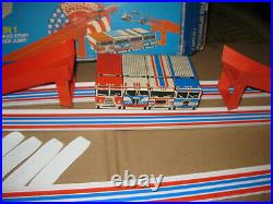 VINTAGE 1975 HOT WHEELS DOUBLE DUEL SPEEDWAY TRACK SET with REDLINES