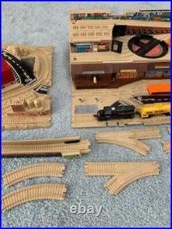Vintage Hot Wheels RAILROAD Train Set Take Along Freight Yard 5 Cars Extra Track