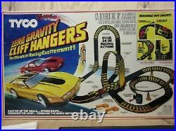 Vintage Tyco 6232 Zero Gravity Cliff Hanger HO Slot Car Race Track Set READ INFO